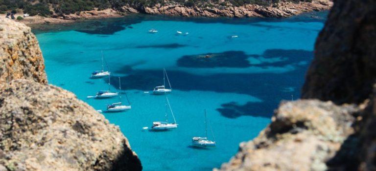 La location de voilier en Corse face aux mastodontes du web